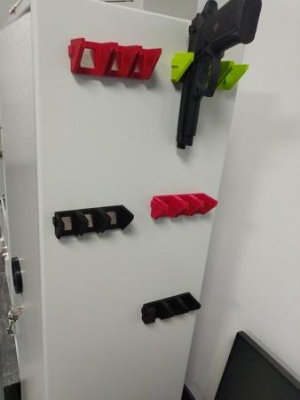 Uchwyt magnetyczny na pistolet, karabin i magazynek  (9)